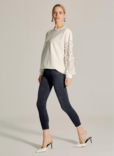 NGSTYLE Kolları Çiçek Detaylı Sweatshirt Beyaz